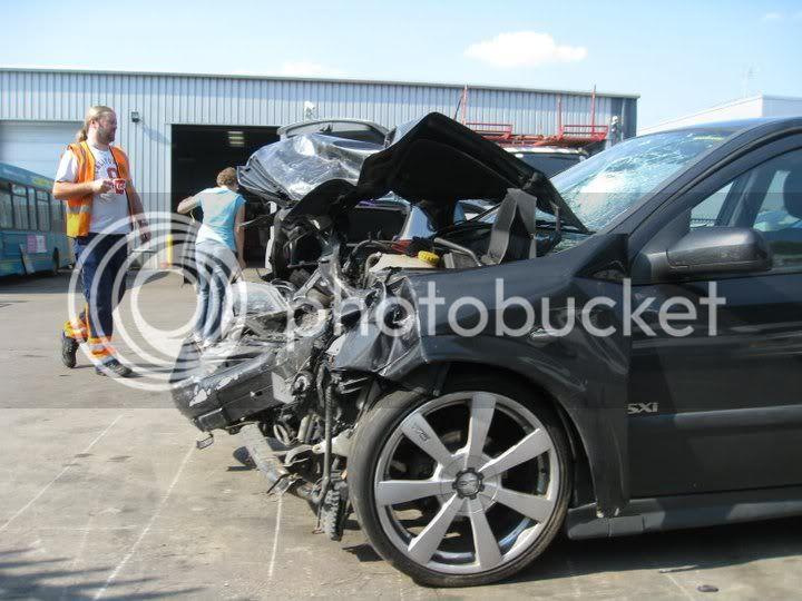 always wear your seat belts kids  268207_10150222259056946_565066945_7662255_3144180_n