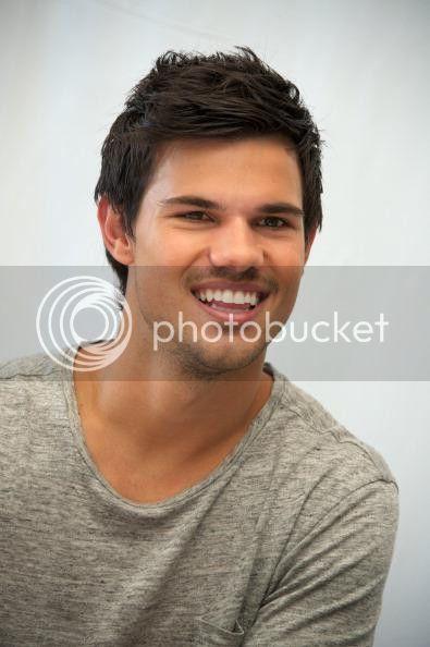 Taylor Lautner - Imagenes/Videos de Paparazzi / Estudio/ Eventos etc. - Página 38 759881490_zps40aef3c3
