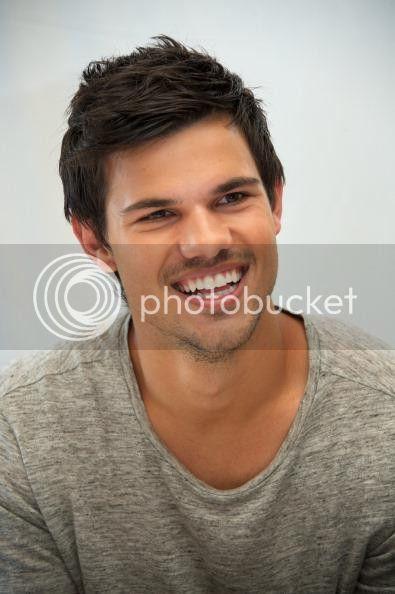 Taylor Lautner - Imagenes/Videos de Paparazzi / Estudio/ Eventos etc. - Página 38 759883496_zps5400d098