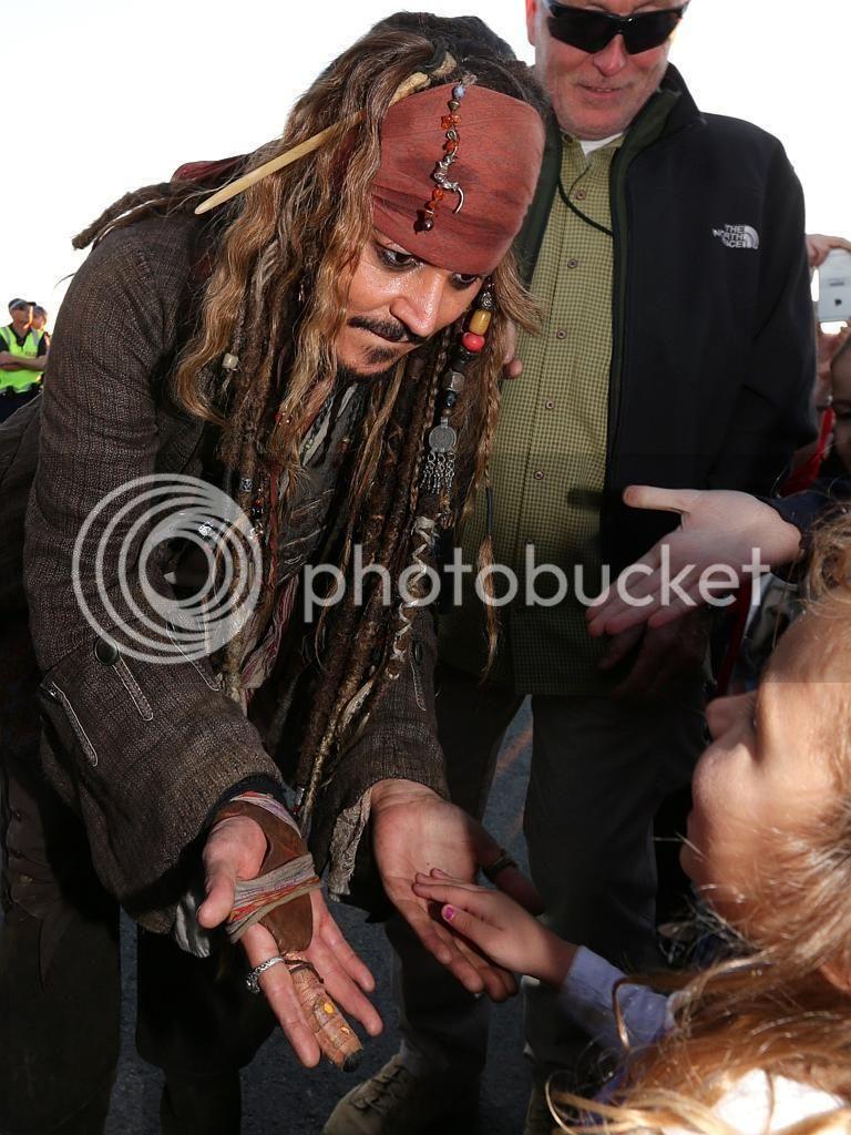 """Dead Men Tell No Tales - """"on set"""" pictures - Costume Study [WARNING SPOILERS] DMTNT%2038_zpsjgkaj5hq"""