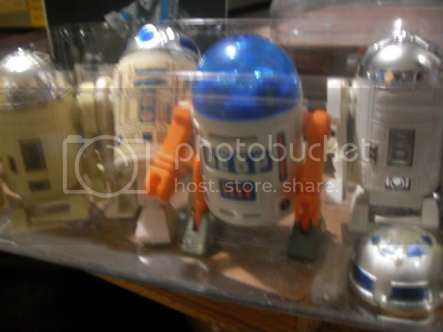 Wind-Up R2-D2 actual figure or not? SDC12043