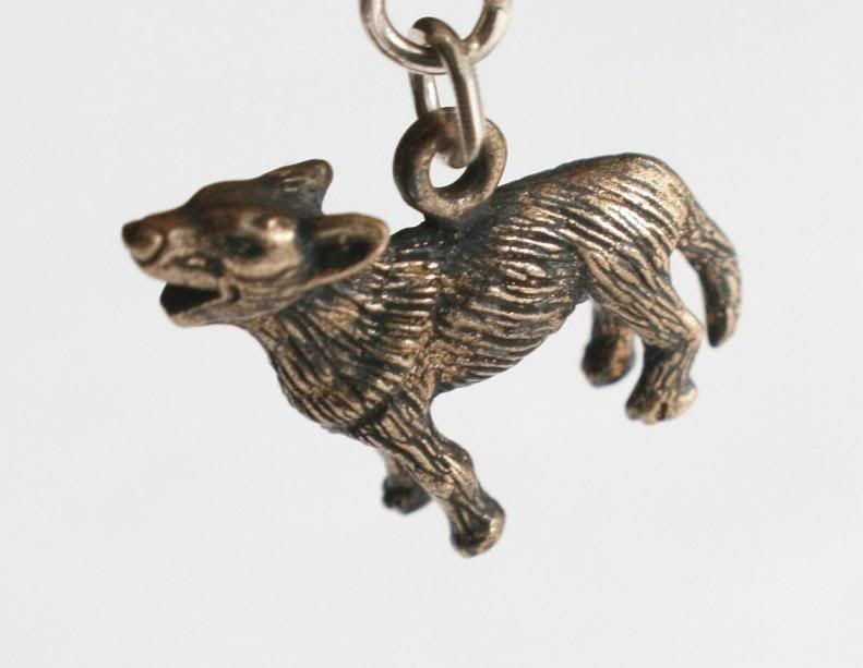 Productos de Eclipse Wolf-charm-large
