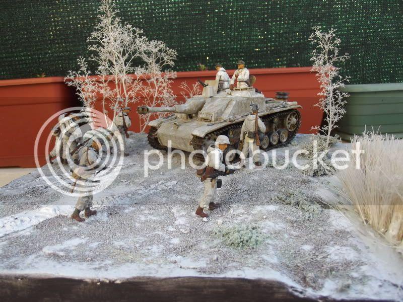 10;5cm Stuh 42 Ausf G Zimmerit gauffré 1st Luffwaffe Field Division Novgorod hiver 1944 - Dragon 1/35 001-19