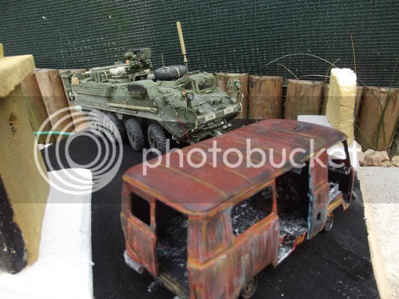 Stryker M1132 dozer Trumpeter + UAZ Bilek + figurine MB et Dragon au 1/35 001_zps34462da0