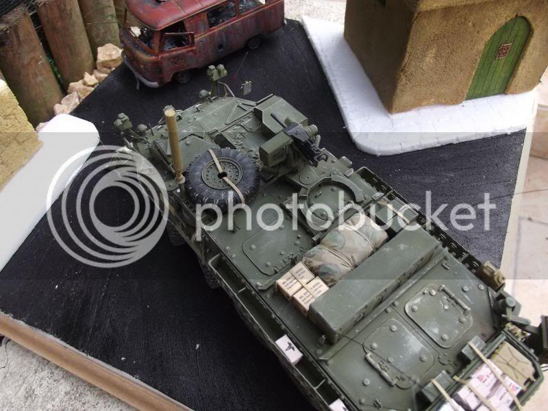 Stryker M1132 dozer Trumpeter + UAZ Bilek + figurine MB et Dragon au 1/35 003_zps0be3e0ba