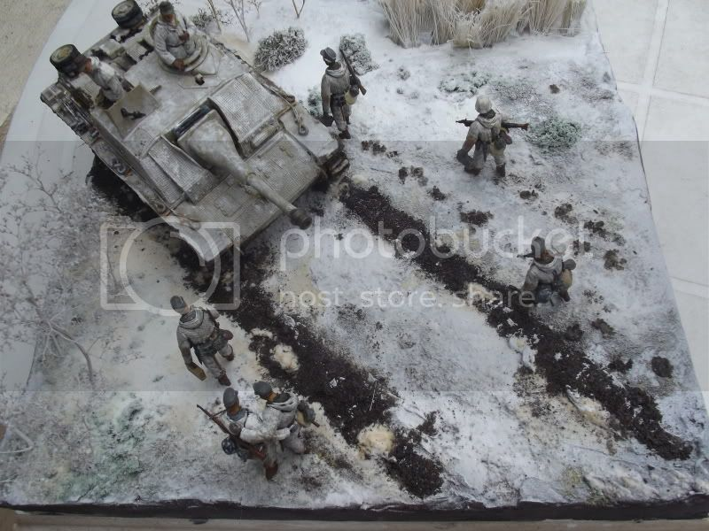 10;5cm Stuh 42 Ausf G Zimmerit gauffré 1st Luffwaffe Field Division Novgorod hiver 1944 - Dragon 1/35 006-11