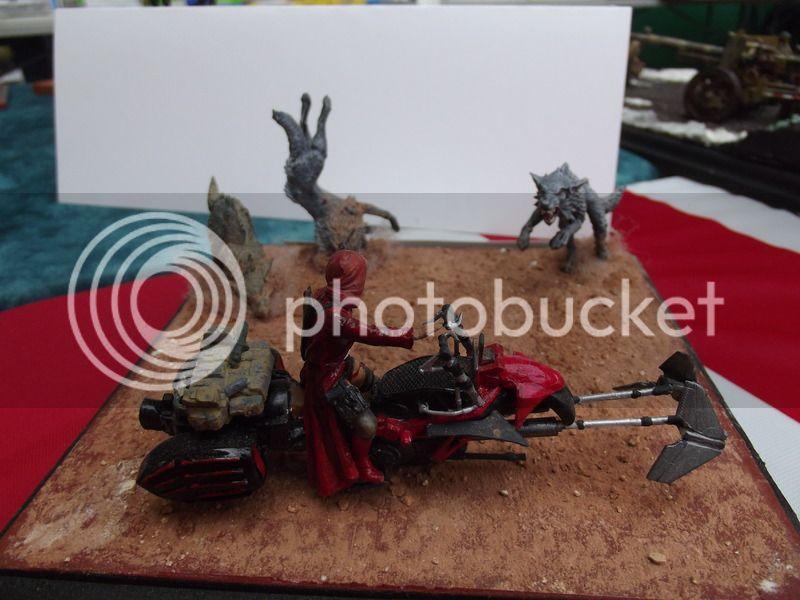 Petit chaperon rouge SF 1/35, moto scratch et figurine MN et loups Warhammer DSCF5930_zpszwtwkffn