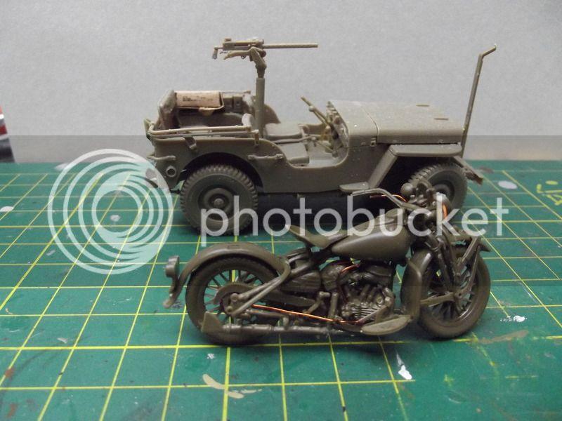 Fin de guerre - Jeep Bronco, Harley Italeri et figurines diverses - 1/35 DSCF8166_zpswifzxknk