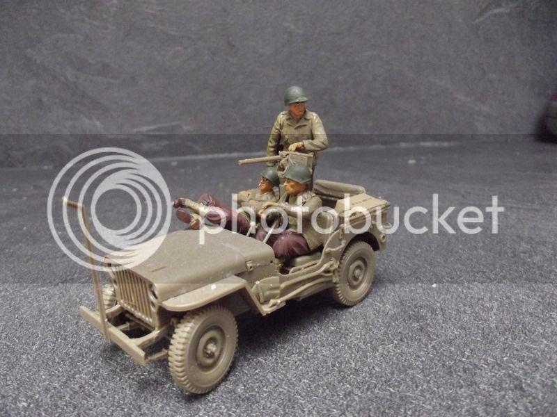 Fin de guerre - Jeep Bronco, Harley Italeri et figurines diverses - 1/35 DSCF8169_zpssyhdwmyn