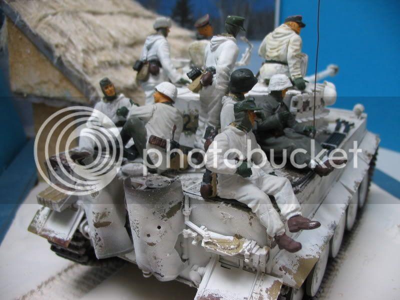 Tigre I Academy 1/35 + figurines ICM et Dragon IMG_2319