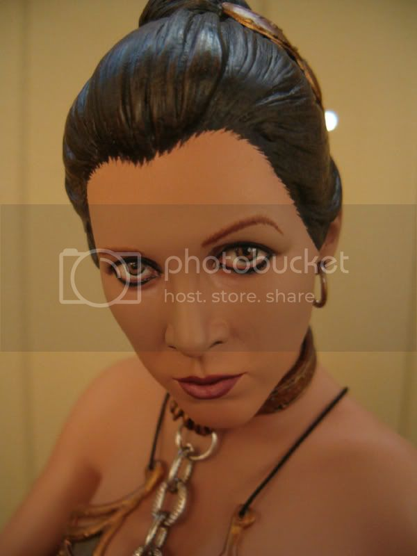 statue Leia Slave Premium Format sideshow - Page 2 Face2