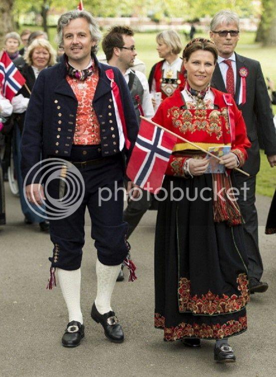 Martha Louisa de Noruega - Página 6 6cdef04fbbf58498e7371a27818504c8_zpsc30ecebc