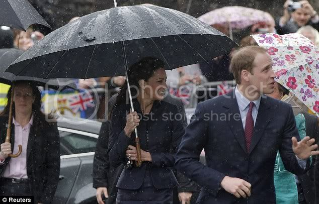 Príncipes William y Harry - Página 24 Article-0-0B940CE400000578-693_634x406
