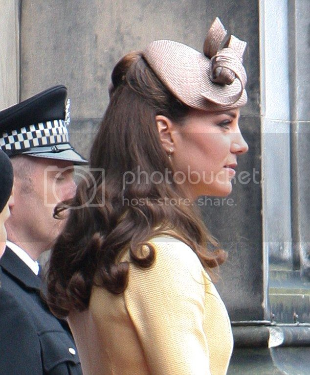 William y Catherine, Duques de Cambridge - Página 15 Article-2169133-13EFA23A000005DC-740_634x766