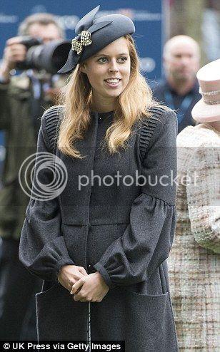 Isabel II, Reina de Gran Bretaña e Irlanda del Norte Article-2467388-18D75B4600000578-236_308x494_zpsbe2a95f1
