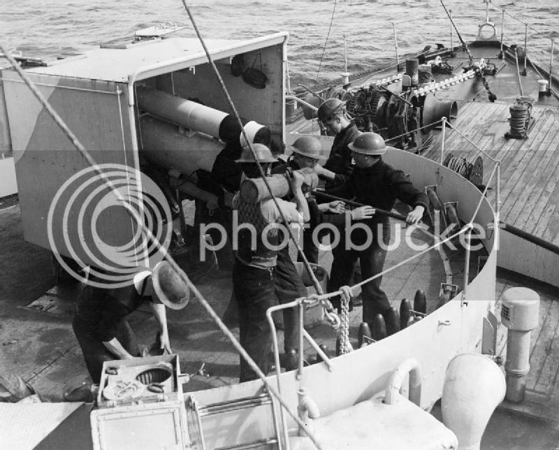 H.M.C.S. Snowberry HMS_Vervain_4_inch_Mk_IX_gun_1942_IWM_A_10666