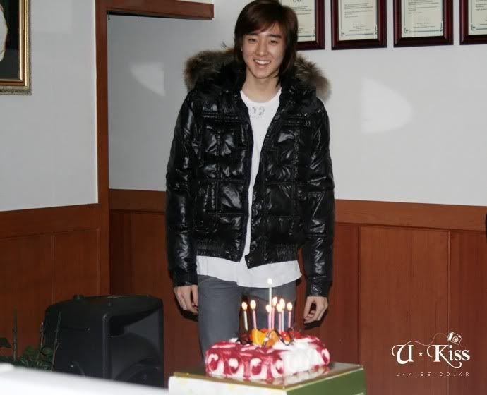 [PICS] Kevin's Birthday *Back Stage* 100218Kevin_02