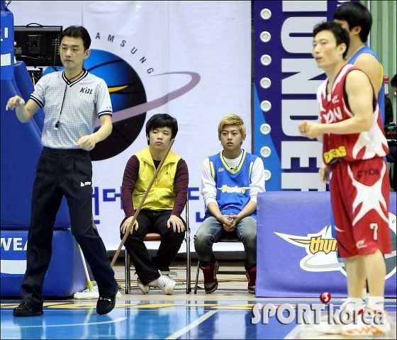 [PICS] 100223 Dongho Pro basketball Samsung vs LG 100223_2