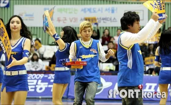 [PICS] 100223 Dongho Pro basketball Samsung vs LG 100223_4