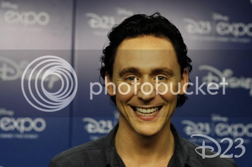Kedvenc képeink Tom Hiddlestonról - Page 7 D23_Hiddleston