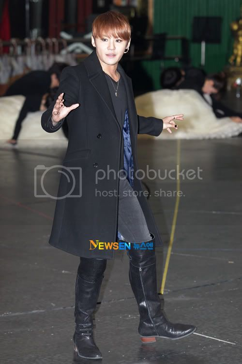[PICS] 120117 JUNSU ELISABETH MUSICAL REHEARSAL PRESS CONFERENCE 2012011715333410011