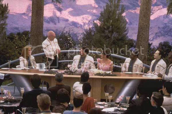 incohérence, non sens, erreur ....... - Page 2 Picard_at_riker_troi_wedding
