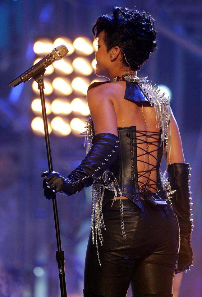 Rihanna .  - Page 4 Untitled9