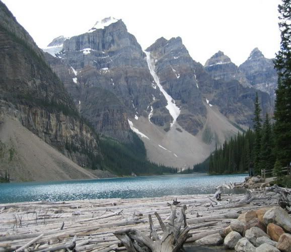 10 Beautiful Places in the World Canadian_rockies_to_moraine_lake