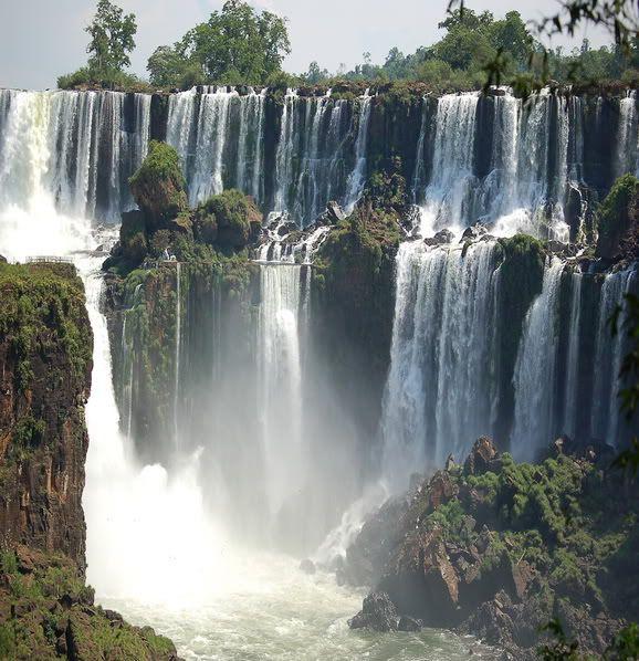 10 Beautiful Places in the World Iguazu_falls_11