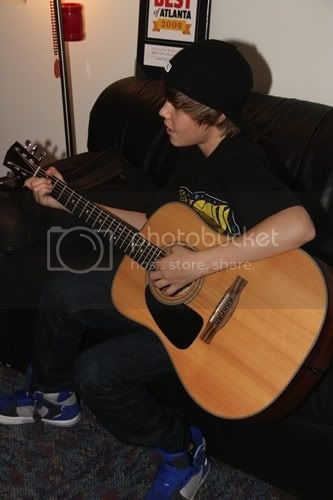 Justin Bieber - Page 3 Tumblr_kyh3lwFG0s1qb7zo6o1_400