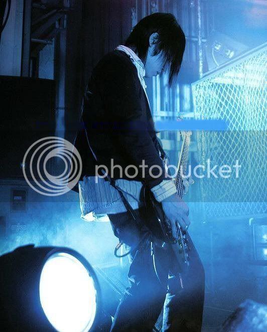 Fotos de Non-chan con su bajo *-* Kannybass