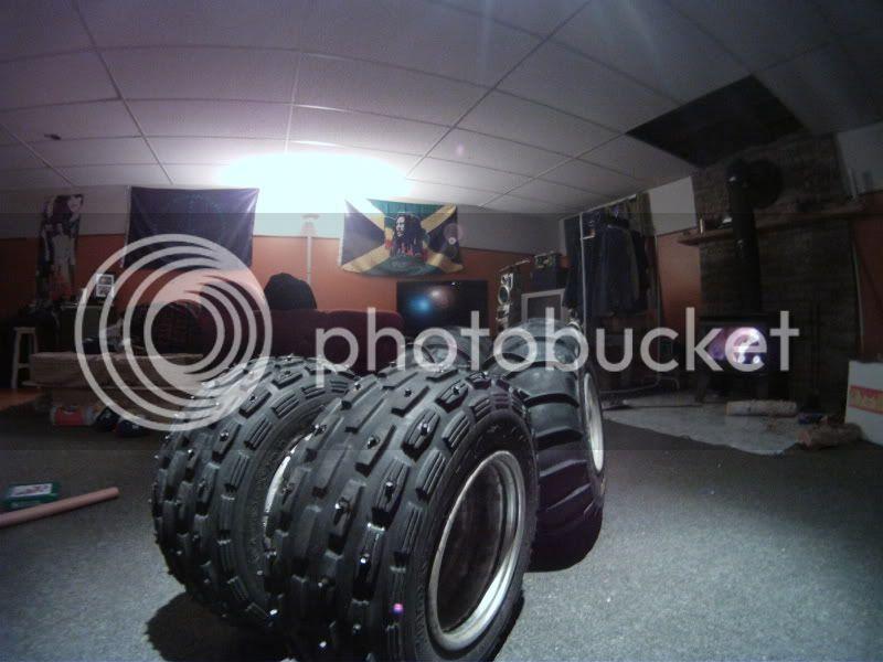 Clouté ces propre pneu pour pas cher. GOPR0393