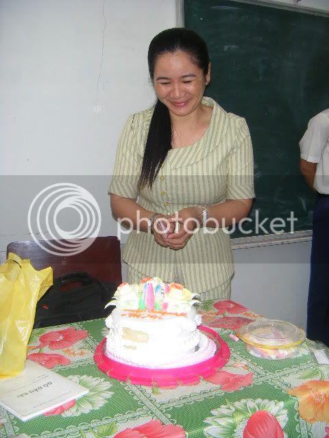 [Hình ảnh] Sinh nhật cô An - 11 Toán Idol  DSCF2473