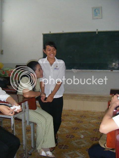 [Hình ảnh] Sinh nhật cô An - 11 Toán Idol  DSCF2479