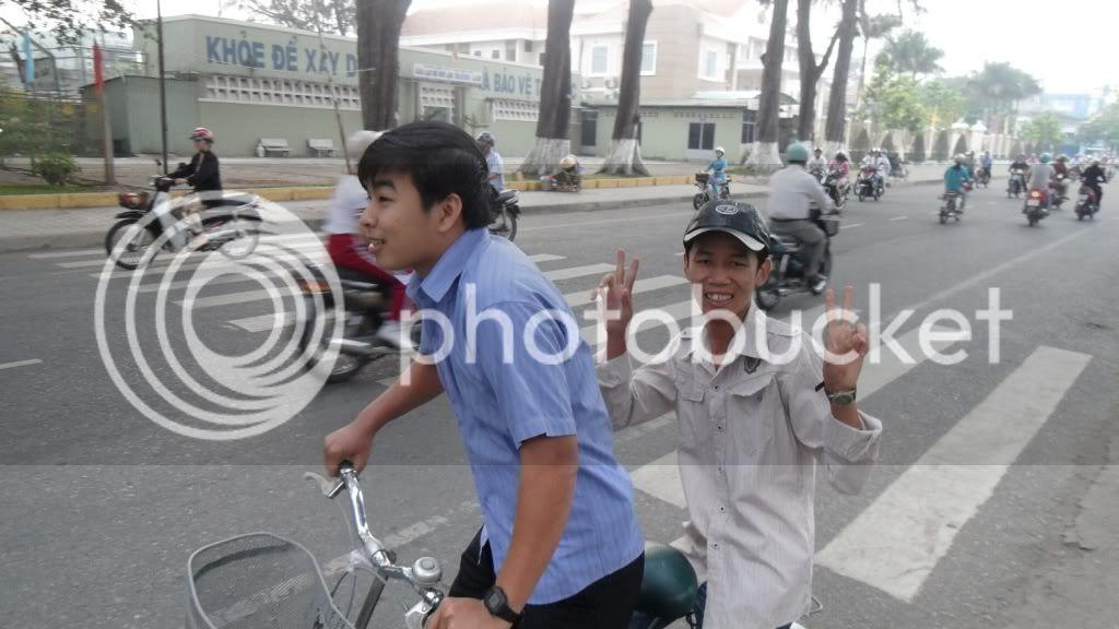 [Hình ảnh] Đi nhà Nhụy - P1 - Chờ xe bus SDC12117