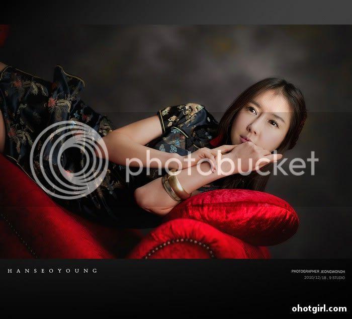 Han Seo Yeong- Three sets Han-Seo-Yeong-Black-Cheongsam-05