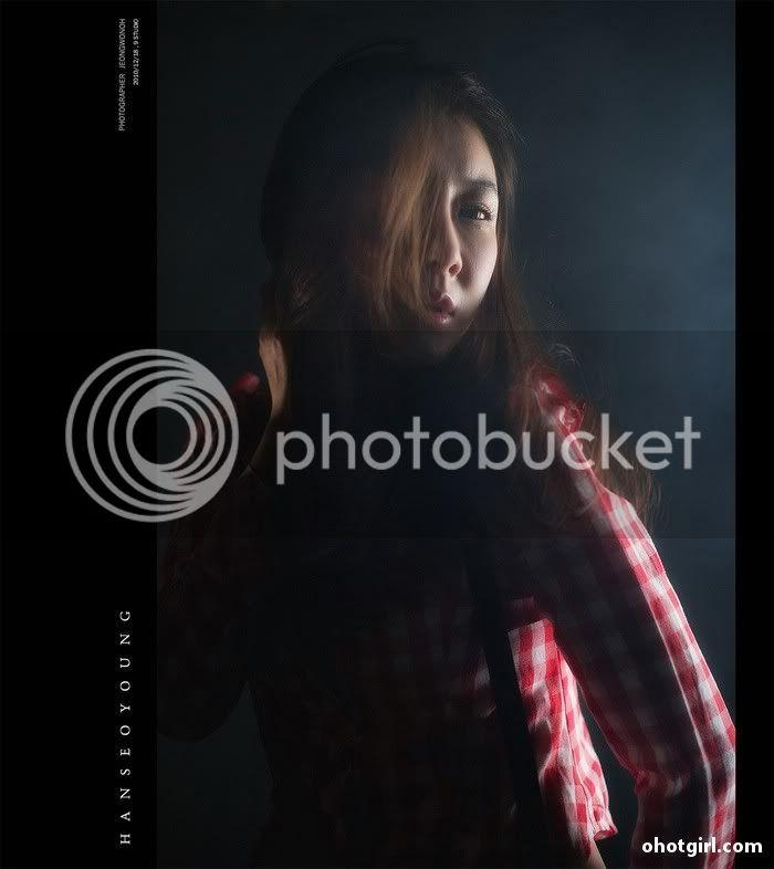 Han Seo Yeong- Three sets Han-Seo-Yeong-Red-and-White-Plaid-05