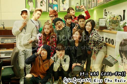 [30.10]Co-Ed, photos a Sukira kiss the radio 918845