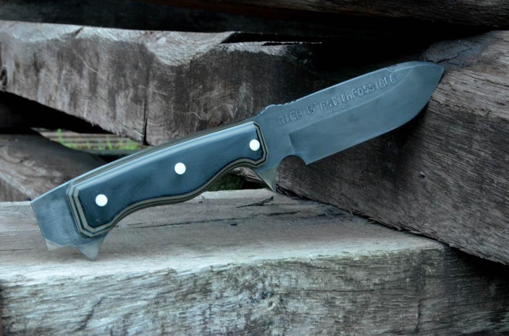 les couteaux du trefle - Page 9 DSC_0012_zps5ba4133d