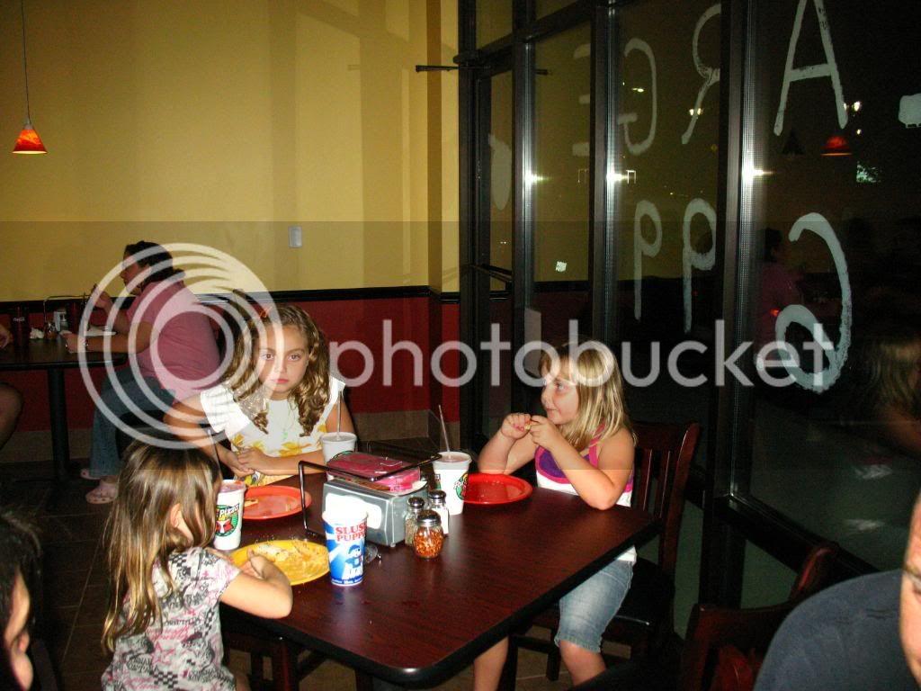 New Thursdy night spot FRoxsPizza9-24-09017