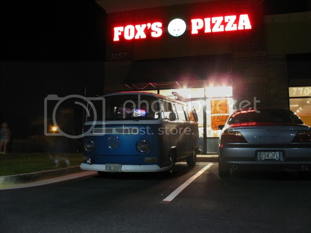 New Thursdy night spot FRoxsPizza9-24-09023