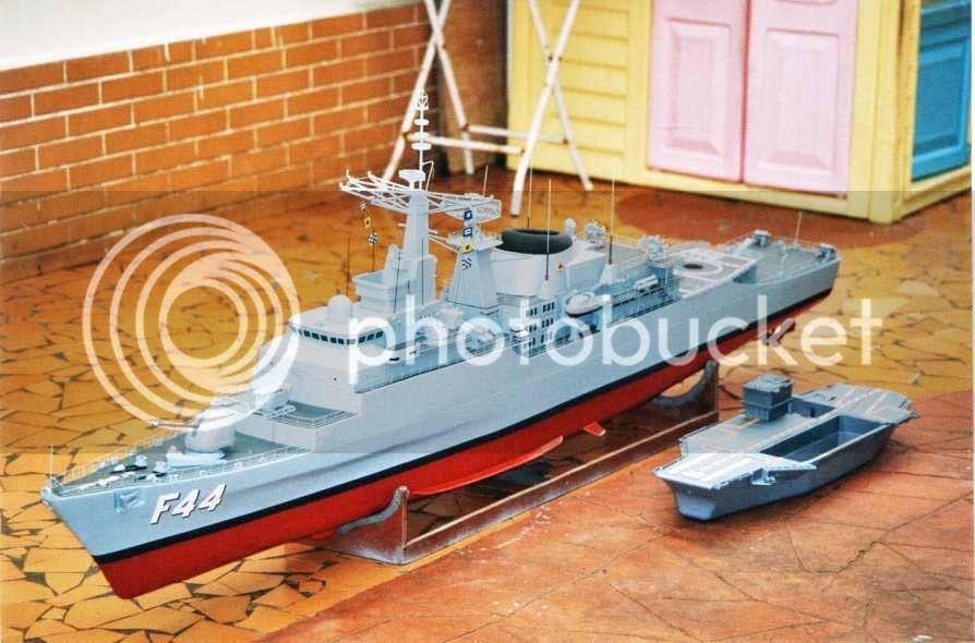 Modelo da fragata Independência 01D13B27