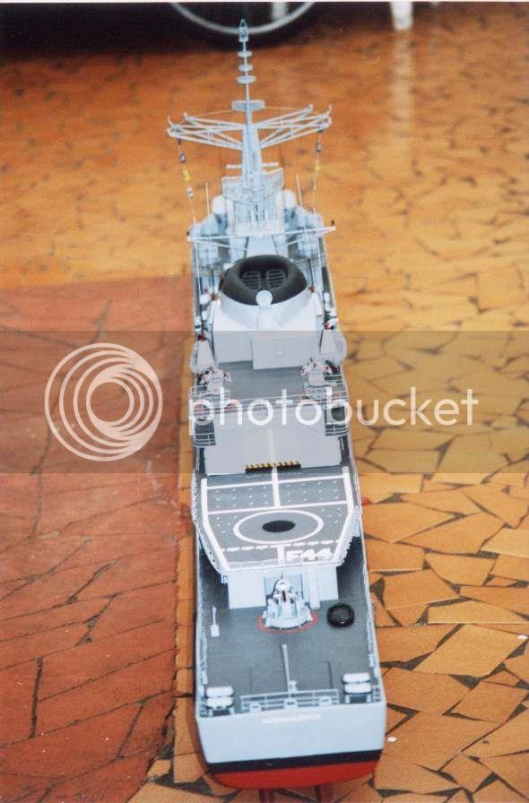 Modelo da fragata Independência 01D13BA7