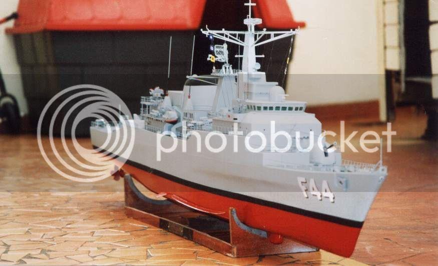 Modelo da fragata Independência 01D13C77
