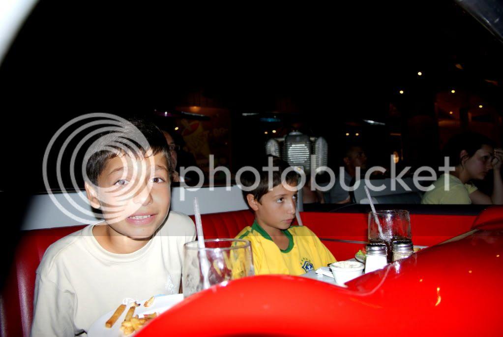 [Walt Disney World Resort] Voyage du 24 juillet au 12 aout 2010 - Page 4 DSC03042