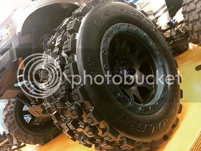 [FUTURE NEW] Pneus Badlands MX43 Pro-Loc & Jantes impulse Pro-Loc pour X-Maxx par Pro-Line Pro-Line-Traxxas-X-Maxx-Wheels-And-Tires