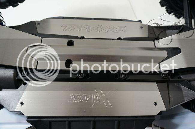[NEW] Skid Plate pour X-Maxx Av / Arr / Central / Bac accus X-Maxx%203