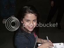 [Music Artist Wiki] Selena Gomez 220px-Selena_Gomez_2