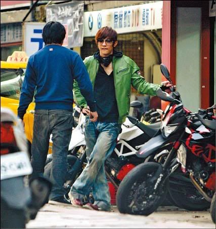 Jiro y su motocicleta soñada JiroWangextremelymeticulousinpickin