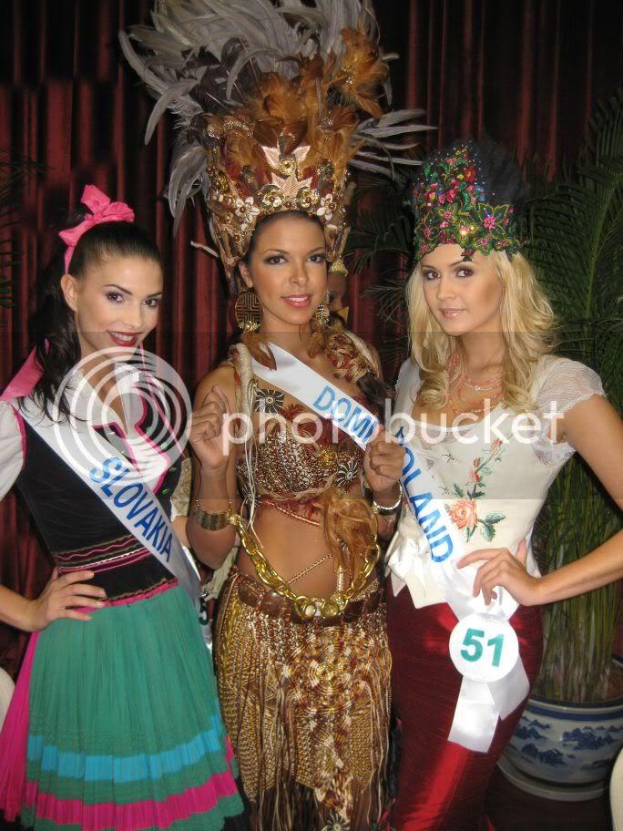 Sona Skoncova - Miss Slovak Republic International 2009 (Official Thread) - Page 3 Kostymi
